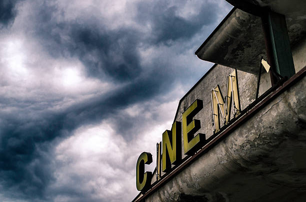 old abandoned closed movie theater under stormy sky foto