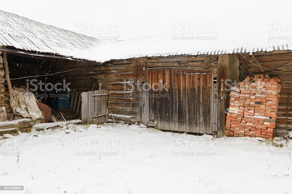old abandoned wooden shed with a variety of subjects Lizenzfreies stock-foto