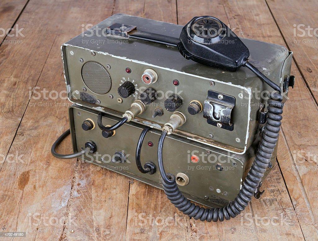 old amateur Schinken radio auf Holztisch – Foto