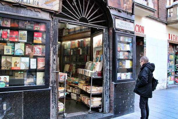 Old and beautiful bookstore in Chueca district – zdjęcie
