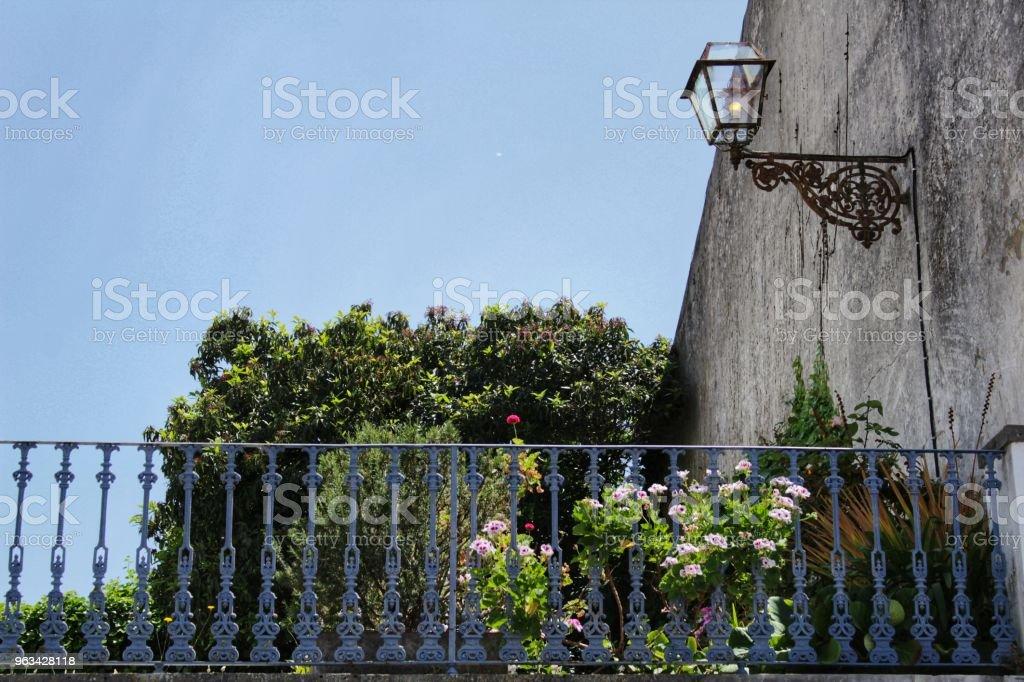 Stara i kolorowa fasada w Lizbonie - Zbiór zdjęć royalty-free (Antyczny)