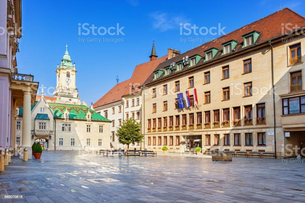 Alte und neue Rathäuser in der alten Stadt Bratislava Slowakei – Foto