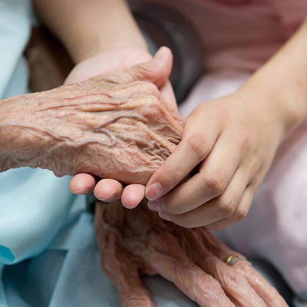 Alte und junge Hände – Foto