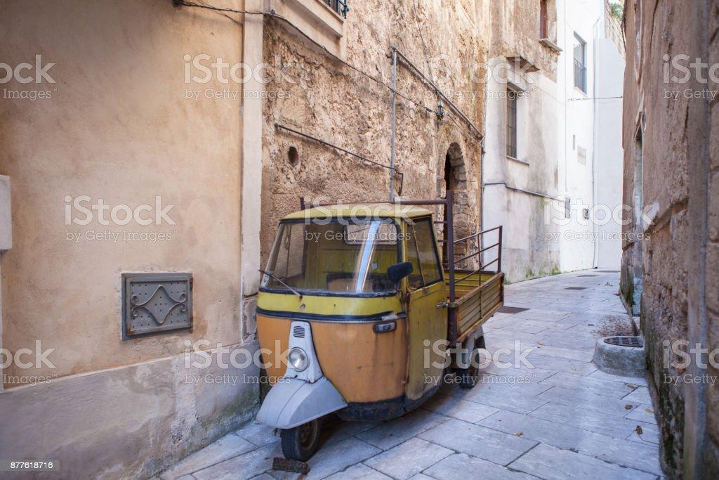 Old Ape motorcycle in Sant`Agata DE Goti, in italy - foto stock