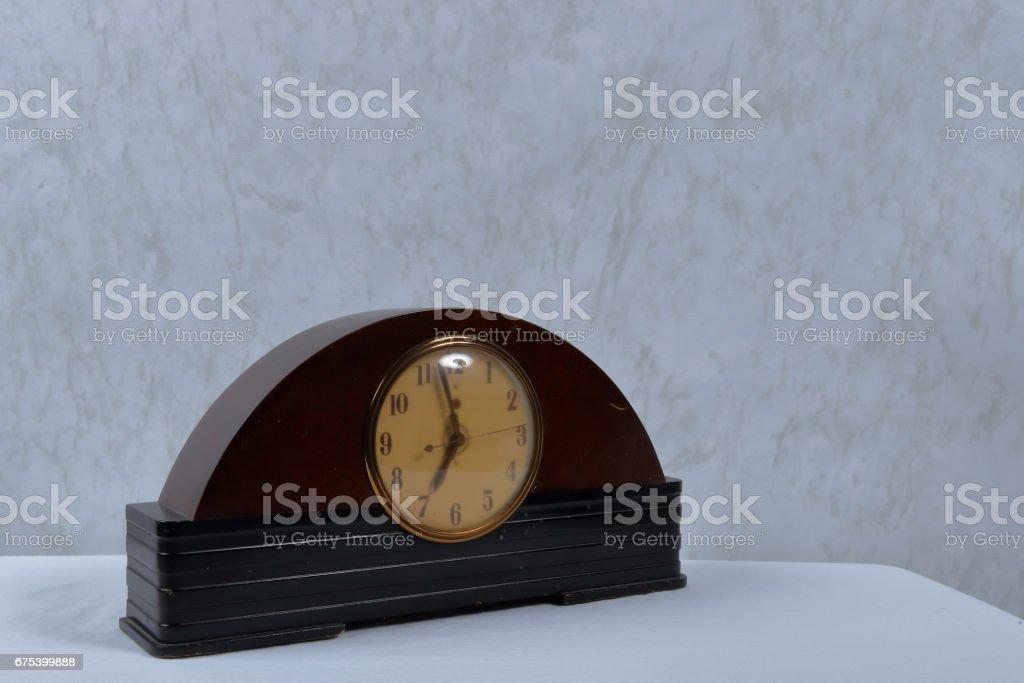 vieille horloge de table arquée photo libre de droits