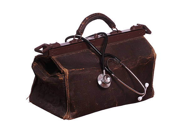 old tasche mit stethoskop - vintage bag stock-fotos und bilder