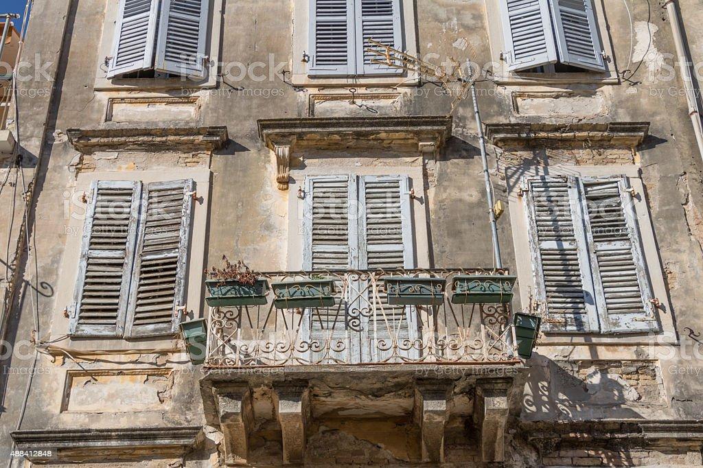 Photo De Stock De Old Balcon Avec Porte Et Fenêtres Jalousie En Bois