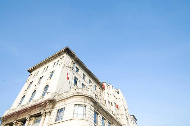 старый банк здание/istanbul - каракёй стамбул стоковые фото и изображения