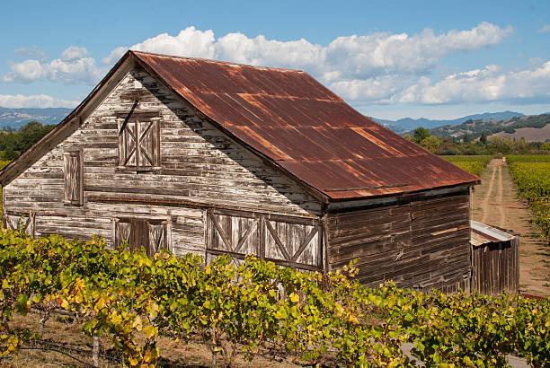 old barn westside road russian river sonoma county, kalifornien - robert weinberg stock-fotos und bilder