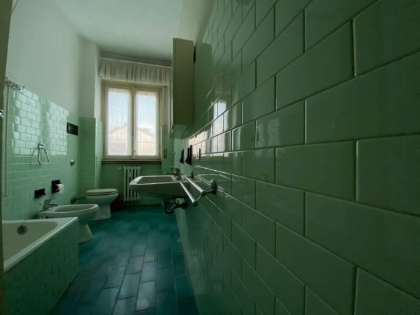 Altes Badezimmer im verlassenen Haus – Foto