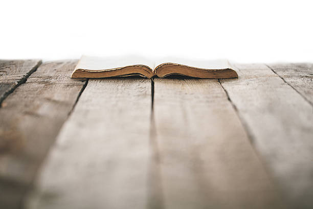 Old bible on a wooden table – Foto