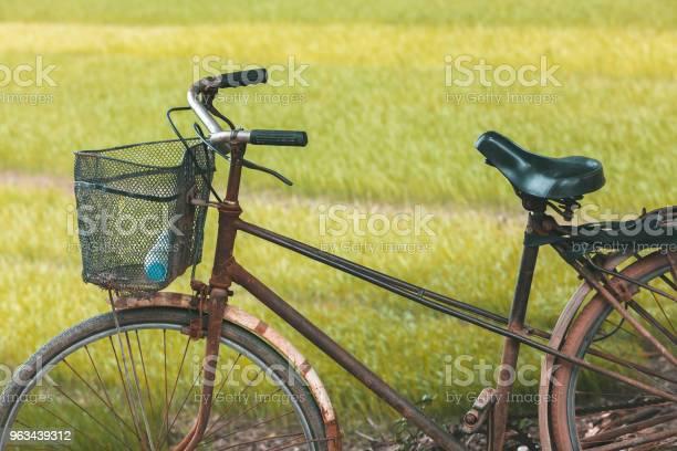 Stary Rower Przed Polem Ryżowym W Wietnamie - zdjęcia stockowe i więcej obrazów Bicykl