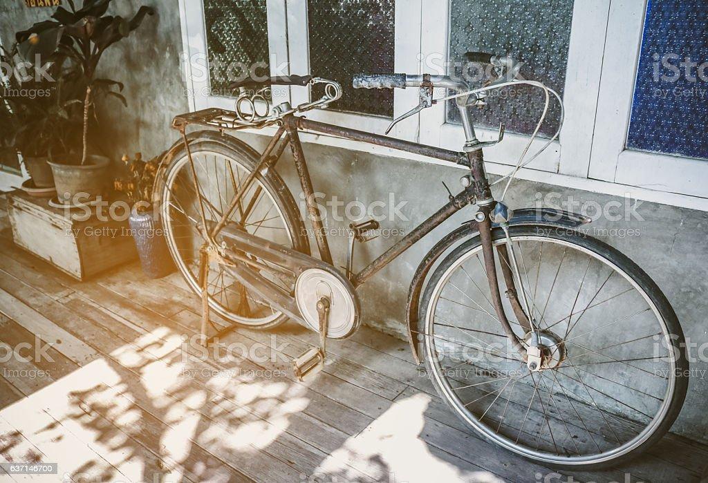 Old bicycle rusty park at loft wall vintage tone - foto de stock