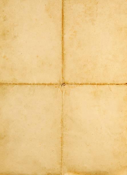 alte leere quad gefaltete a4 papier auf weiß - klapprahmen stock-fotos und bilder