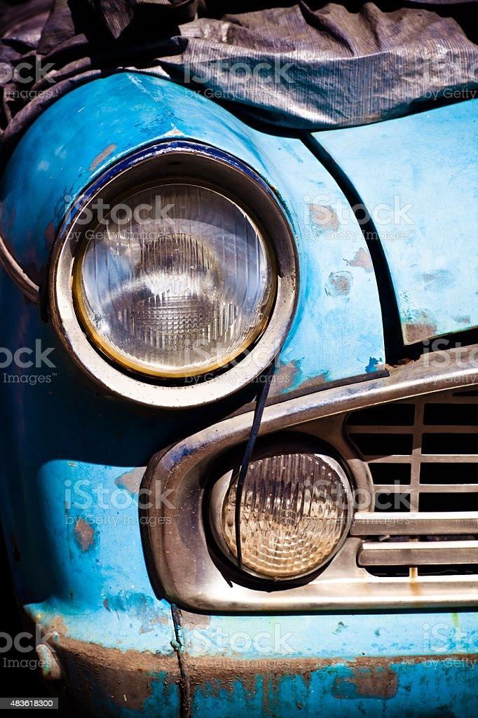 Old azul Vintage Rusty Automobile farol Close-Up foto royalty-free