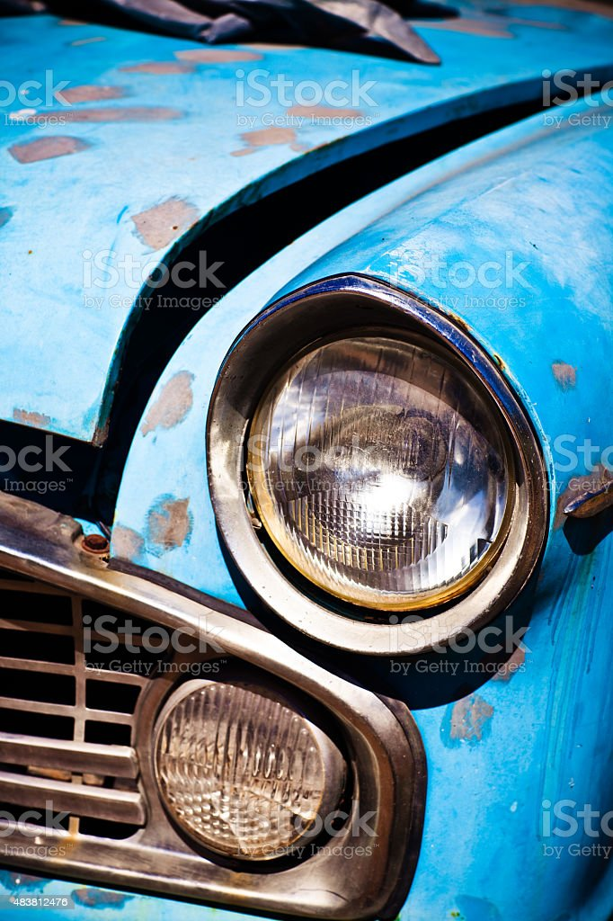 Old azul Vintage Rusty Automobile farol Close-Up - foto de acervo