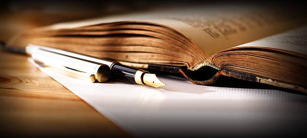 Altes Buch und Fountain Pen – Foto