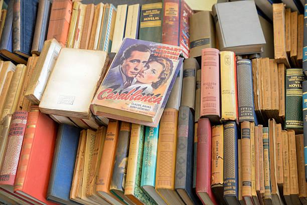 alte bücher zu verkaufen - gebrauchte bücher verkaufen stock-fotos und bilder