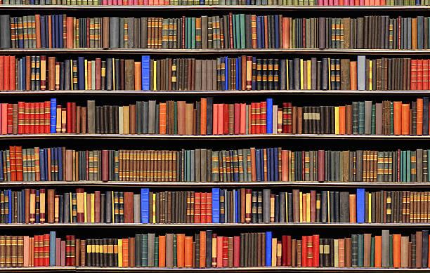 歴史ある本の扱いには、ライブラリーの大きなファイル ストックフォト