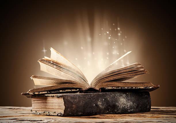 Vieux livres sur la table en bois - Photo