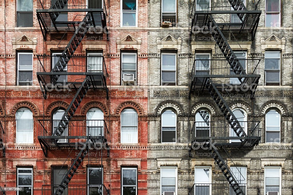 Old Brick Apartment Buildings in New York City - foto stock