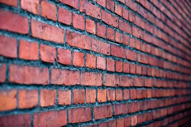 Vieja pared de ladrillos. Punto de vista. - foto de stock