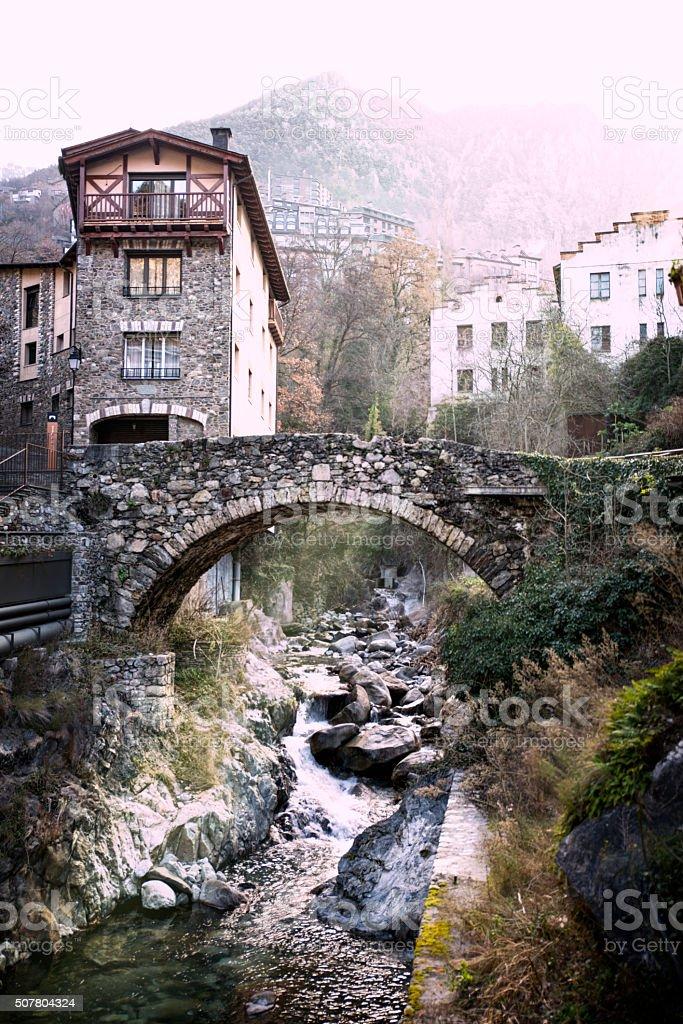 Ponte velha, Andorra. - foto de acervo