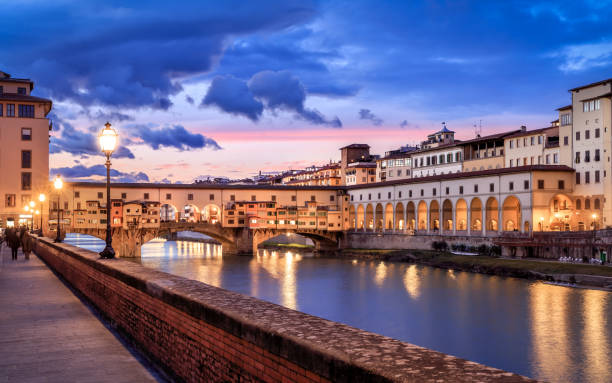 Ponte Vecchio Twilight of Ponte Vecchio in Florence, Italy florence italy stock pictures, royalty-free photos & images