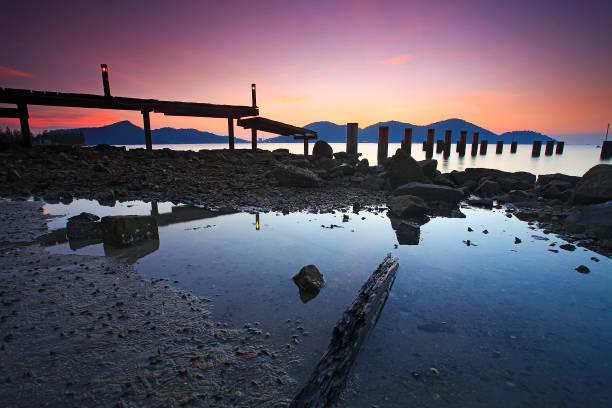 Old Broken Fischer Steg bei Sonnenuntergang – Foto