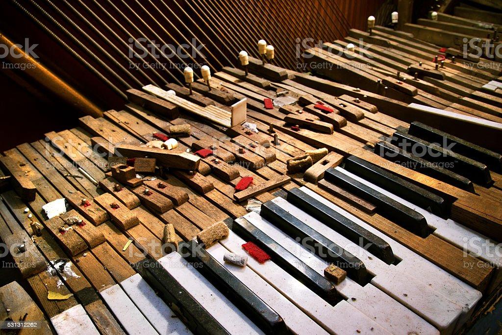 Alte gebrochenen piano – Foto