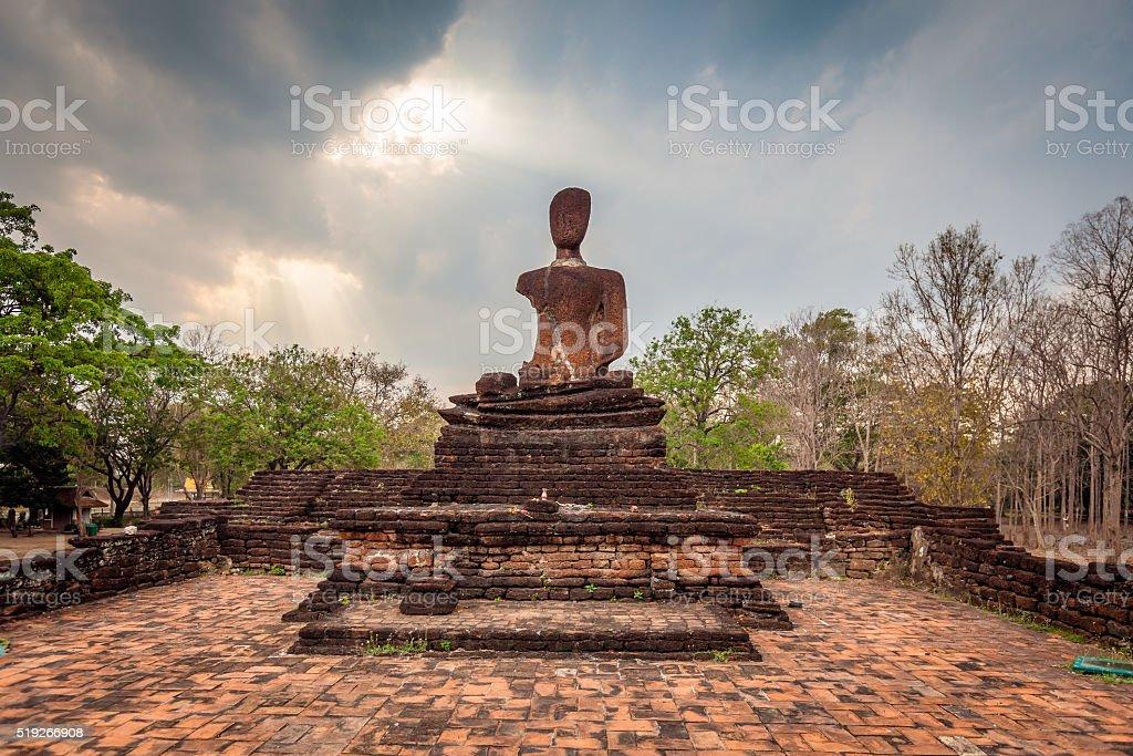Vieille statue de de Bouddha. - Photo