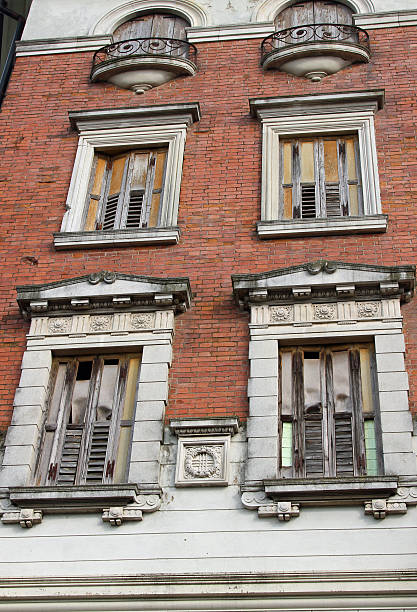 old building with balconies and wooden fixtures completely ruine European old stately building with balconies and wooden fixtures completely ruined and destroyed ruine stock pictures, royalty-free photos & images