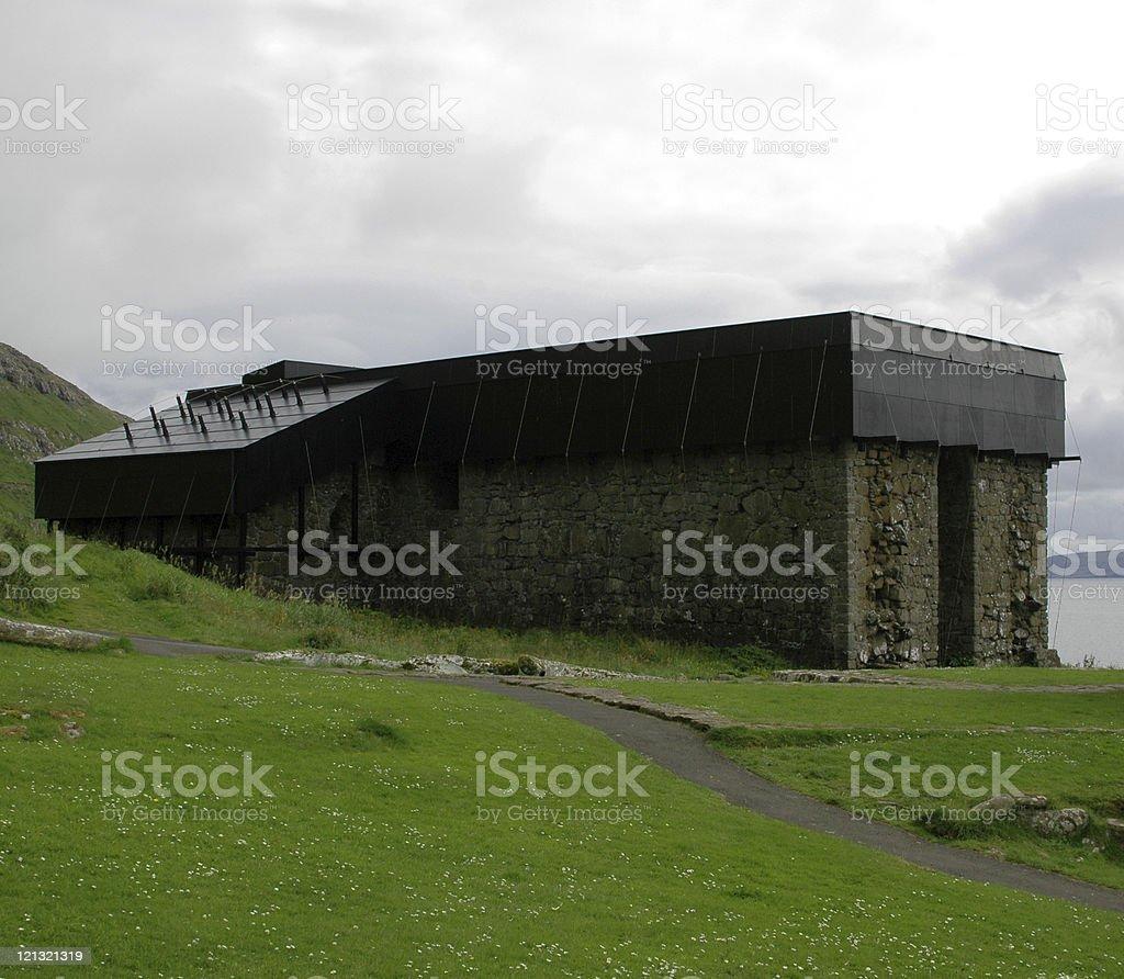 Vecchio Materiale Da Copertura vecchio edificio moderno con copertura di tetti - fotografie