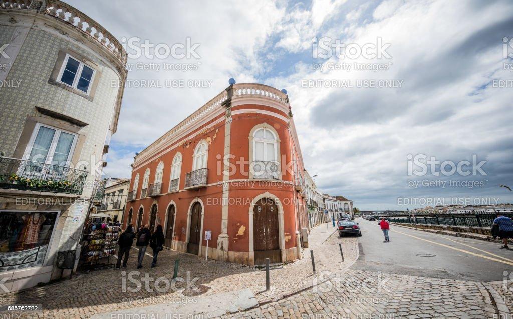Gamla byggnader i Tavira, Algarve, Portugal royaltyfri bildbanksbilder