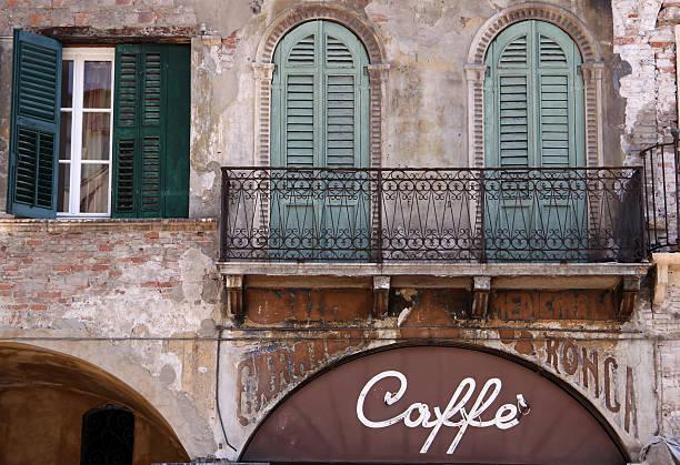 Altes Café auf der Piazza delle Erbe in Verona – Foto