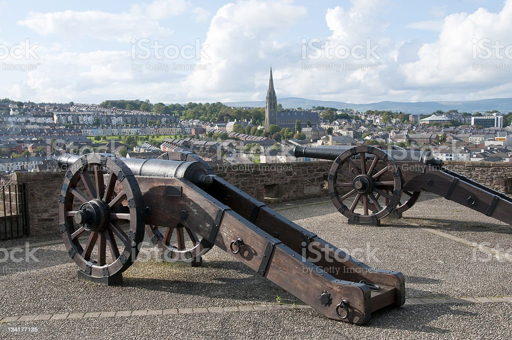 Old cannons en Londonderry - foto de stock