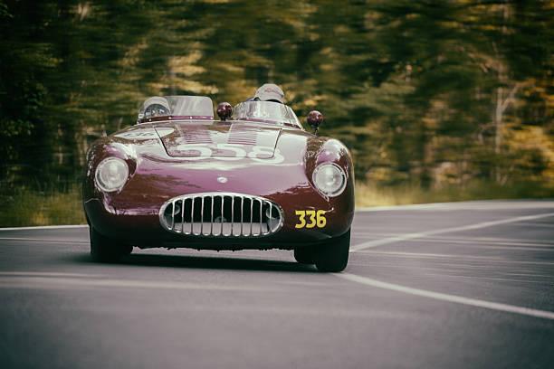 altes auto für mille miglia 2016 - oldtimer veranstaltungen stock-fotos und bilder