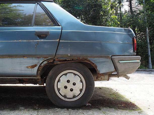 Altes Auto mit rostfreien auf dem body – Foto