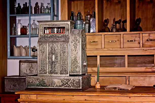 old cash register - kücheneinrichtung nostalgisch stock-fotos und bilder
