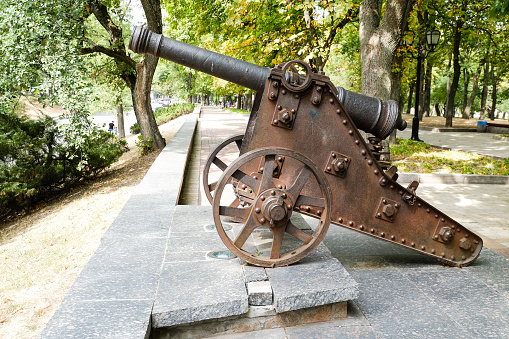 istock Old cast-iron cannon in Chernihiv, Ukraine 939761322