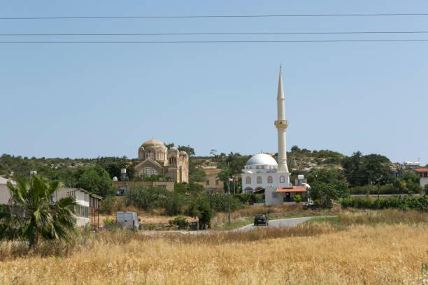 Alte Kathedrale und Moschee in der Nähe famagusta magusa magosa karpasia nicosia auf dem türkischen nördlichen Cyprus – Foto