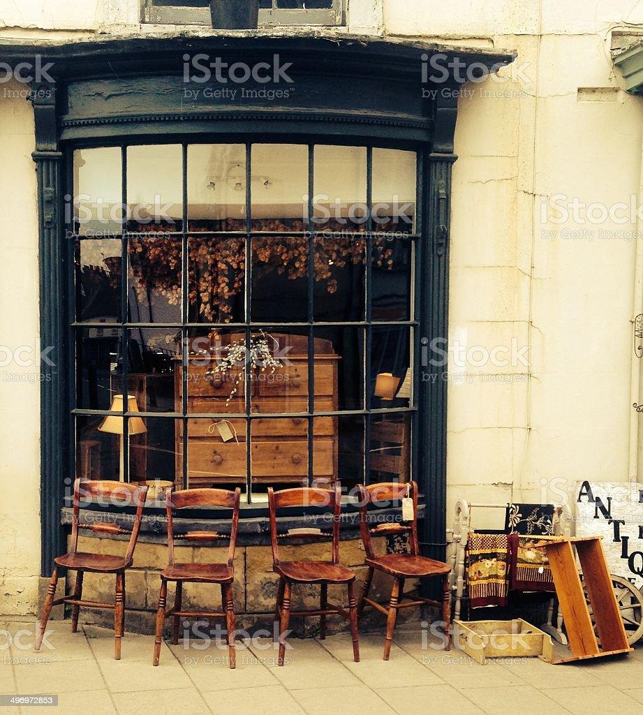 늙음 의자 외부 영어 앤틱형 쇼핑하다 스톡 사진