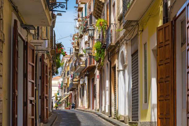 old charming street in old town pizzo, calabria, italy - foto di tropea foto e immagini stock