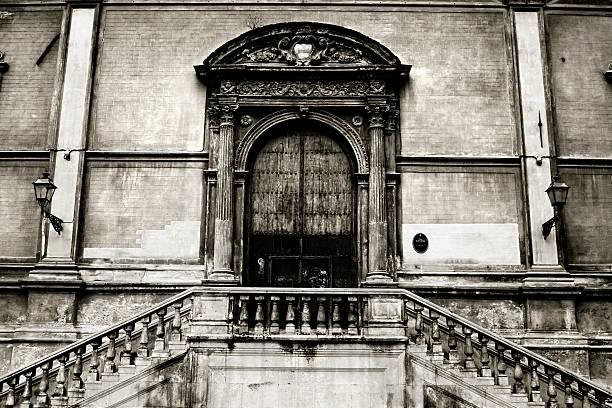 portal alten kirche st.. catherine palermo, sizilien), italien - wandleuchte treppenhaus stock-fotos und bilder