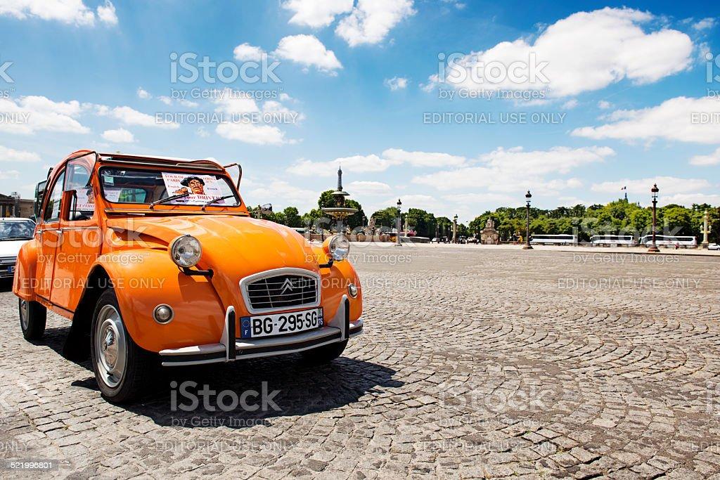 Alten Citroën 2CV geparkt an der Place de la Concorde – Foto