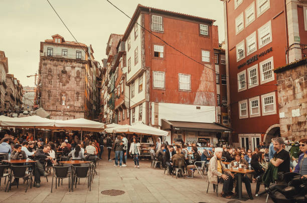 old city and crowd of tourists drinking at outdoor bars at evening - esplanada portugal imagens e fotografias de stock