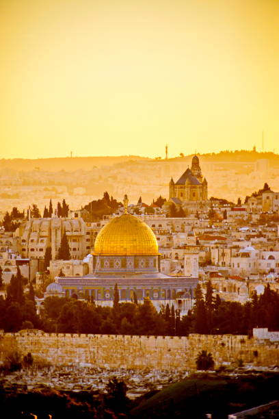 Old City Jerusalem at sunset View of the Temple Mount, Dome of the Rock and Mount Zion, Old City Jerusalem, Israel dome of the rock stock pictures, royalty-free photos & images