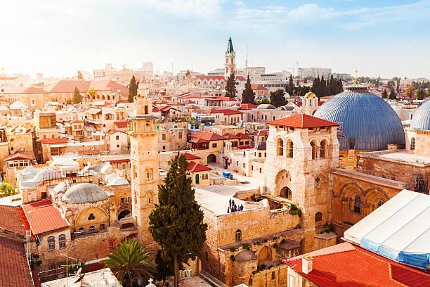 a velha cidade de jerusalém de cima. igreja do santo sepulcro. - israel - fotografias e filmes do acervo