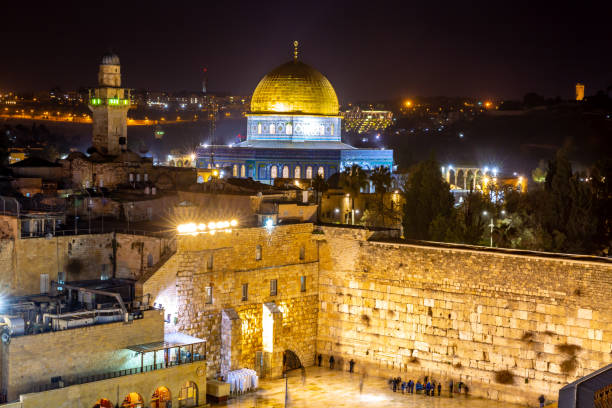 Old City of Jerusalem, Israel This pic shows  illuminated night view of  the  Old City of Jerusalem and western wall in israel. The pic is taken at night time and lights can been seen in the pic. The pic is taken in January 2019 muslim quarter stock pictures, royalty-free photos & images