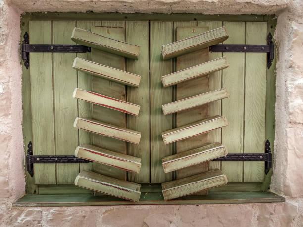Old city shutters – zdjęcie